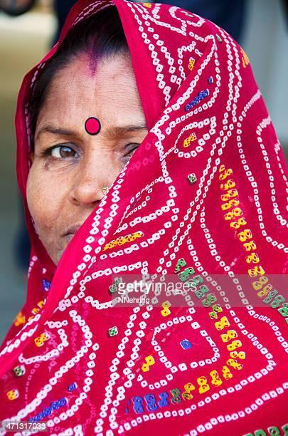 インドの女性のバンディーニサリ - 絞り模様 ストックフォトと画像