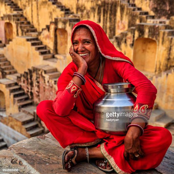 indian woman in village near jaipur, india - rajastão imagens e fotografias de stock