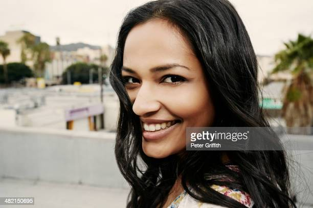 indian woman smiling on urban rooftop - femme indienne photos et images de collection