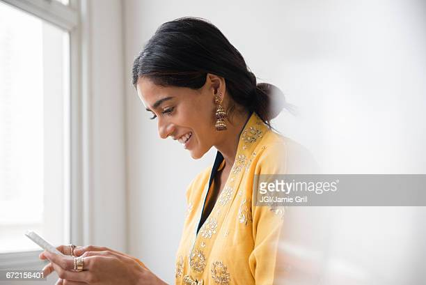 indian woman texting with cell phone - indian subcontinent ethnicity stock pictures, royalty-free photos & images