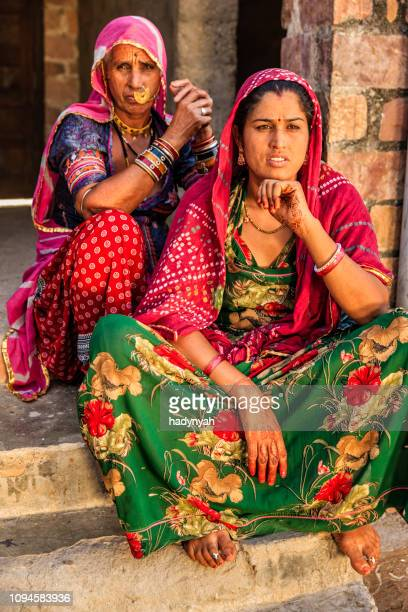 indian woman with her daughter, bishnoi village - jodhpur stock pictures, royalty-free photos & images