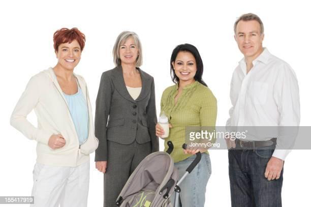 インドの女性、ベビーカー用、ボトル白人ご友人に囲まれて