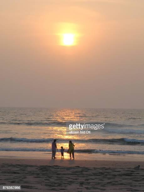 INDIA Indian women and child bathing at sunset in Palolem Goa Photo © Julio Etchart CDREF00519