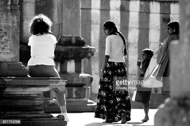 indian women looking at foreign lady, shravanabelagola, karnataka, india, asia, 1985 - 1985 stock pictures, royalty-free photos & images