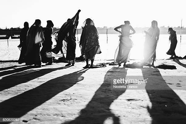 indian women on the river of the ganges - kumbh mela stock pictures, royalty-free photos & images