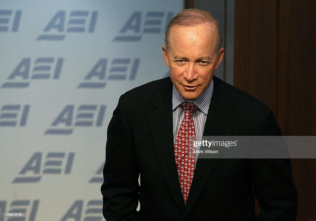 Mitch Daniels Speaks At American Enterprise Institute : ニュース写真