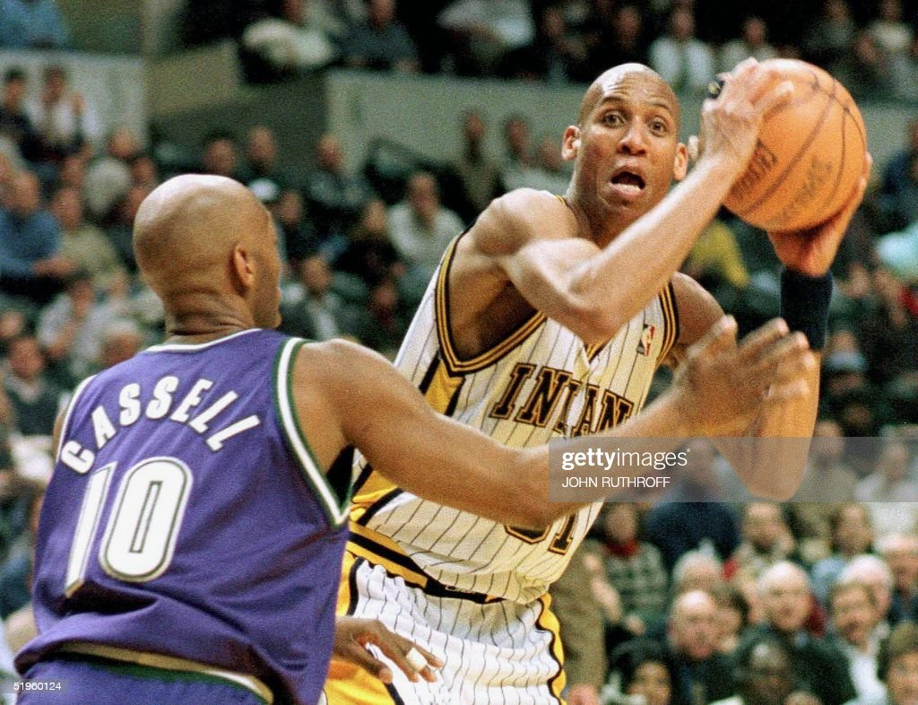 Indiana Pacers guard Reggie Miller (31) tries to s : News Photo