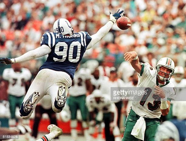 Indianapolis Colts defensive end Mark Thomas bats down Miami Dolphins quarterback Dan Marino's last pass of the game 05 December 1999 at Pro Player...