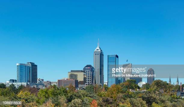 indianapolis in the fall - indiana stock-fotos und bilder