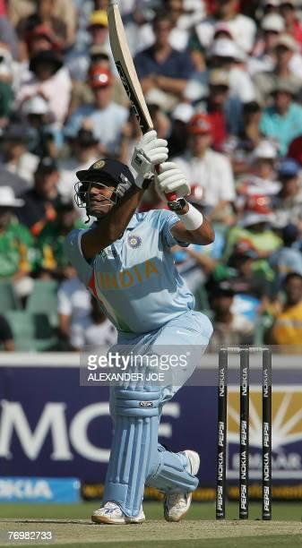 India's batsman Robin Uthappa keeps his eye on the ball of Pakistan's bowler Sohail Tanvir during the Twenty20 cricket world championship final at...