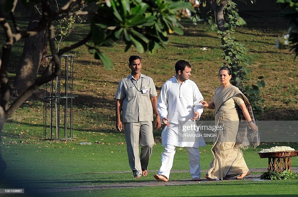 India's Congress Party President Sonia Gandhi (R) and her son and Congress Party General Secretary Rahul Gandhi (C) walk to a memorial ceremony for slain former Indian prime minister Rajiv Gandhi on his 19th death anniversary, in New Delhi on May 21, 2010. Rajiv Gandhi was assasinated during electoral campaigning, allegedly by Liberation Tigers of Tamil Eelam (LTTE) rebel separatists, in the town of Sriperumpudur in the southern state of Tamil Nadu on May 21, 1991. AFP PHOTO / Prakash SINGH