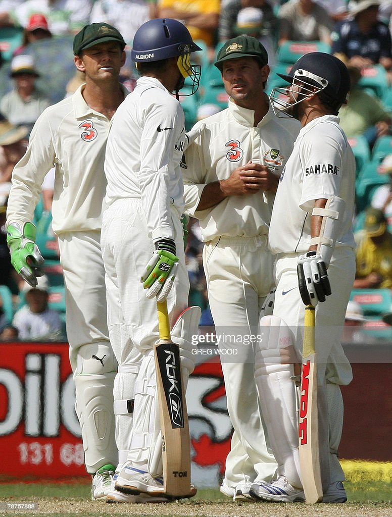 India's Harbhajan Singh (2nd-L) and Sach : News Photo