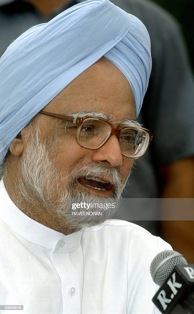 India's incoming prime minister Manmohan Singh addresses a press conference at his residence in New Delhi,20 May 2004. Singh pledged to push forward dialogue with neighbouring Pakistan, saying friction between the rivals should be 'a thing of the past.' and 'We seek the most friendly relations with our neighbours, more so with Pakistan than with any other,'.