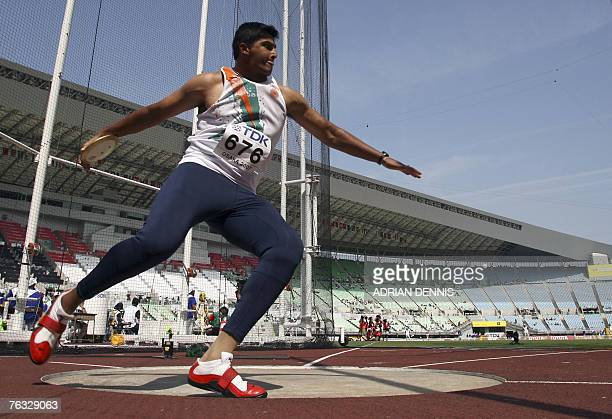 India's Vikas Gowda competes during the mens discus throw qualifications at the 11th IAAF World Athletics Championships in Osaka 26 August 2007 AFP...