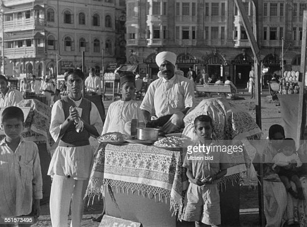 Indien Bombay Händler verkauft gekochten Reis an seinem Imbiss Foto Friedrich Otto Bittrich