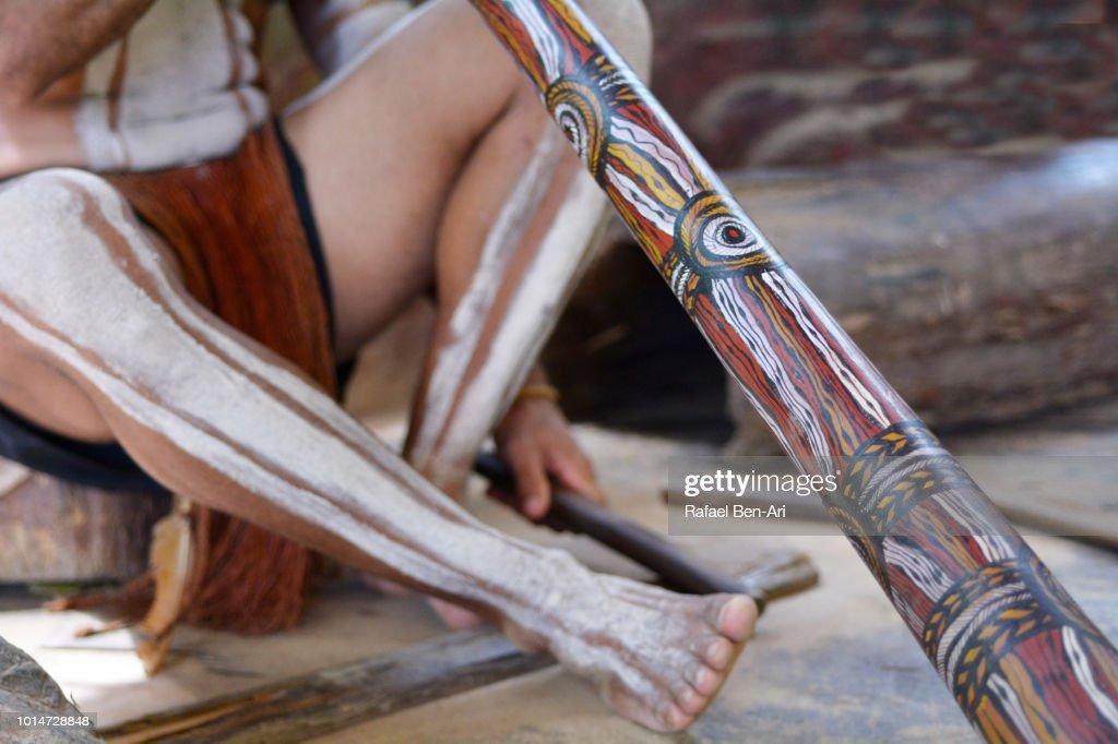 Indigenous Australian Man Plays Traditional indiginuse Australian Music on Didgeridoo : Stock Photo