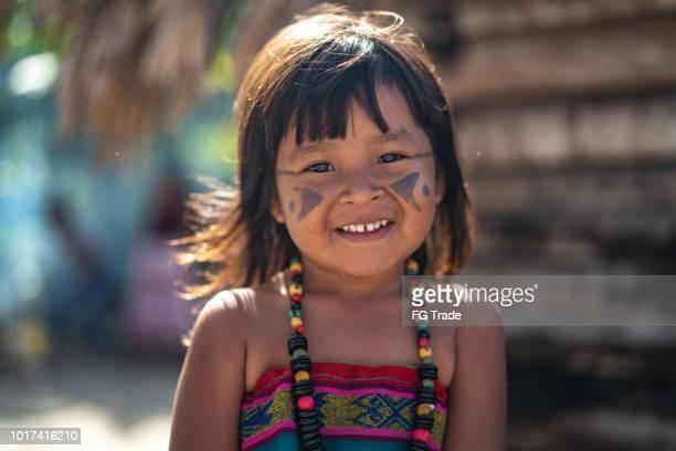 criança brasileira indígena, retrato de tupi guarani etnia - cultura indígena - fotografias e filmes do acervo