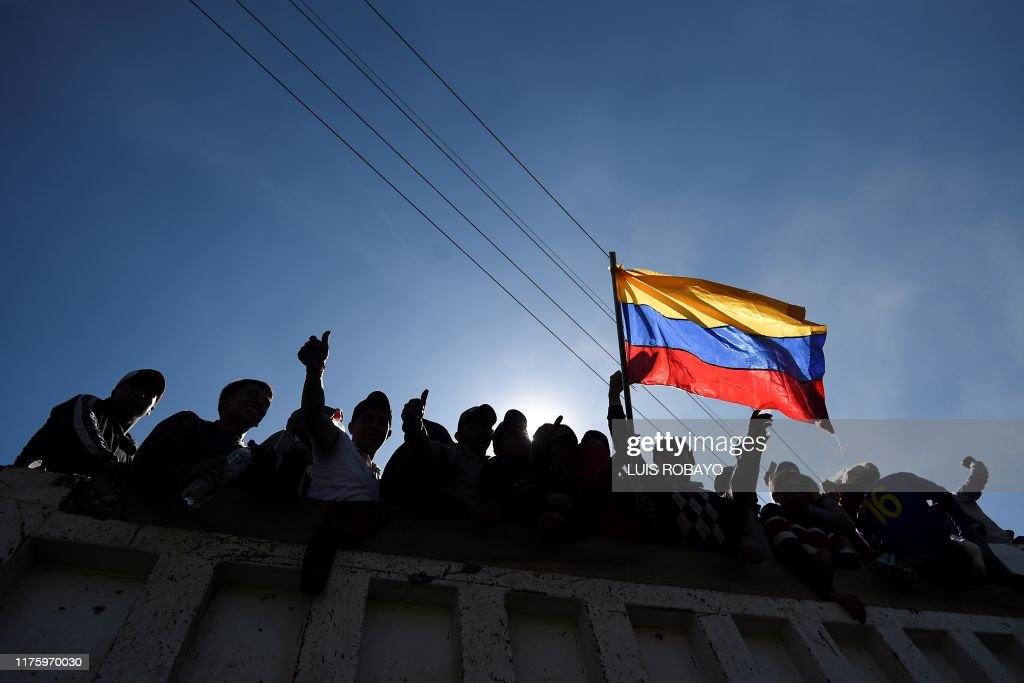 Topshot Indigenous People Celebrate On A Truck As They Leave The Fotografia De Noticias Getty Images