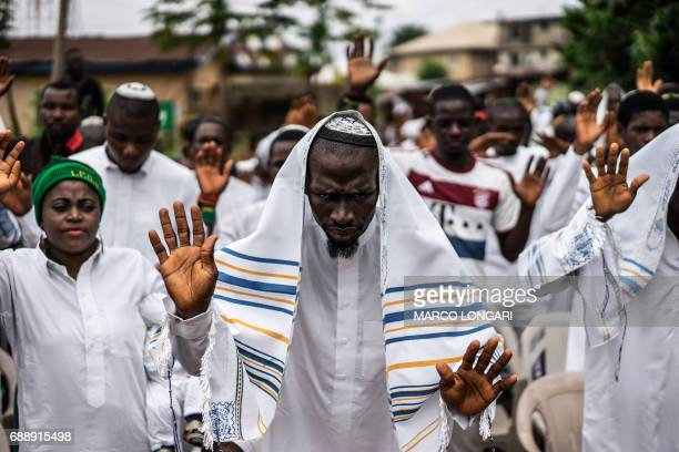 TOPSHOT Indigenous People of Biafra supporters and members of the Yahveh Yashua Synagogue celebrate Shabbat in Umuahia on May 27 2017 / AFP PHOTO /...