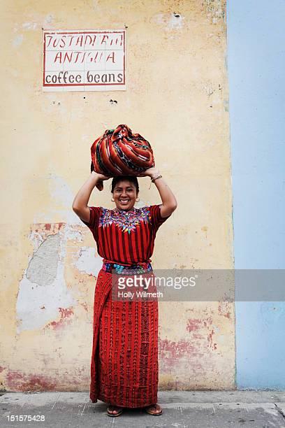 indigenous woman smiling - guatemala fotografías e imágenes de stock