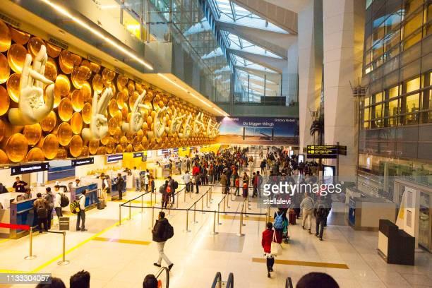 aeroporto internacional indira gandhi em nova deli, índia - indira gandhi international airport - fotografias e filmes do acervo