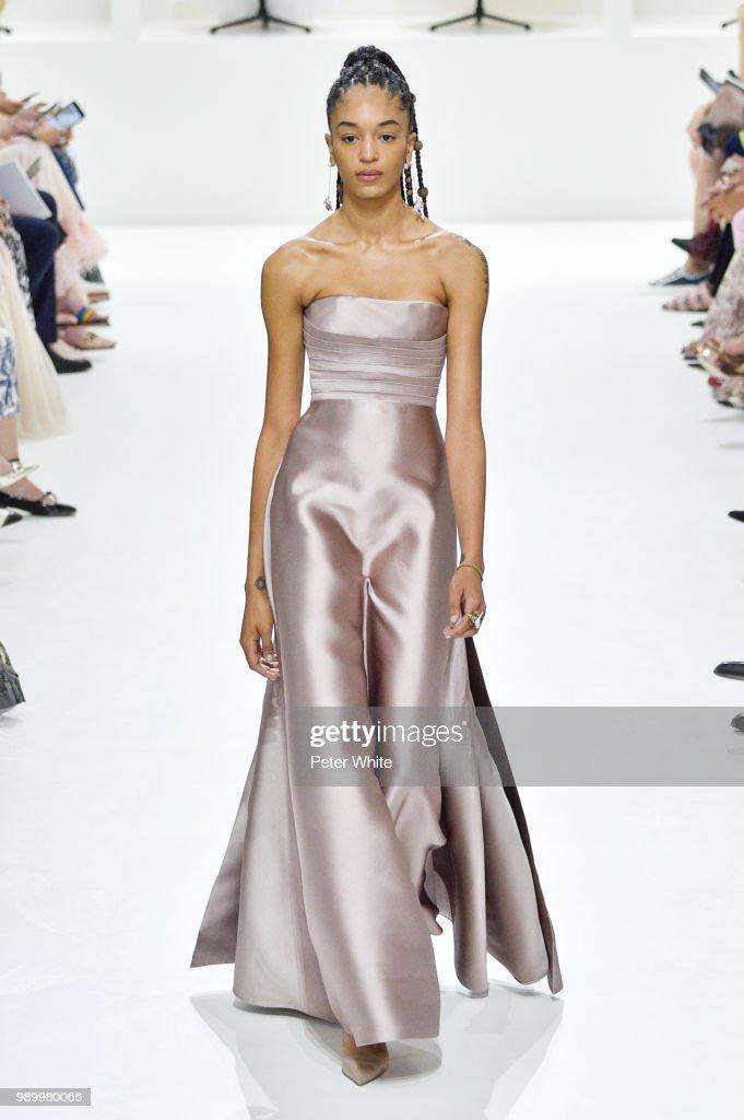 Christian Dior : Runway - Paris Fashion Week - Haute Couture Fall Winter 2018/2019 : News Photo