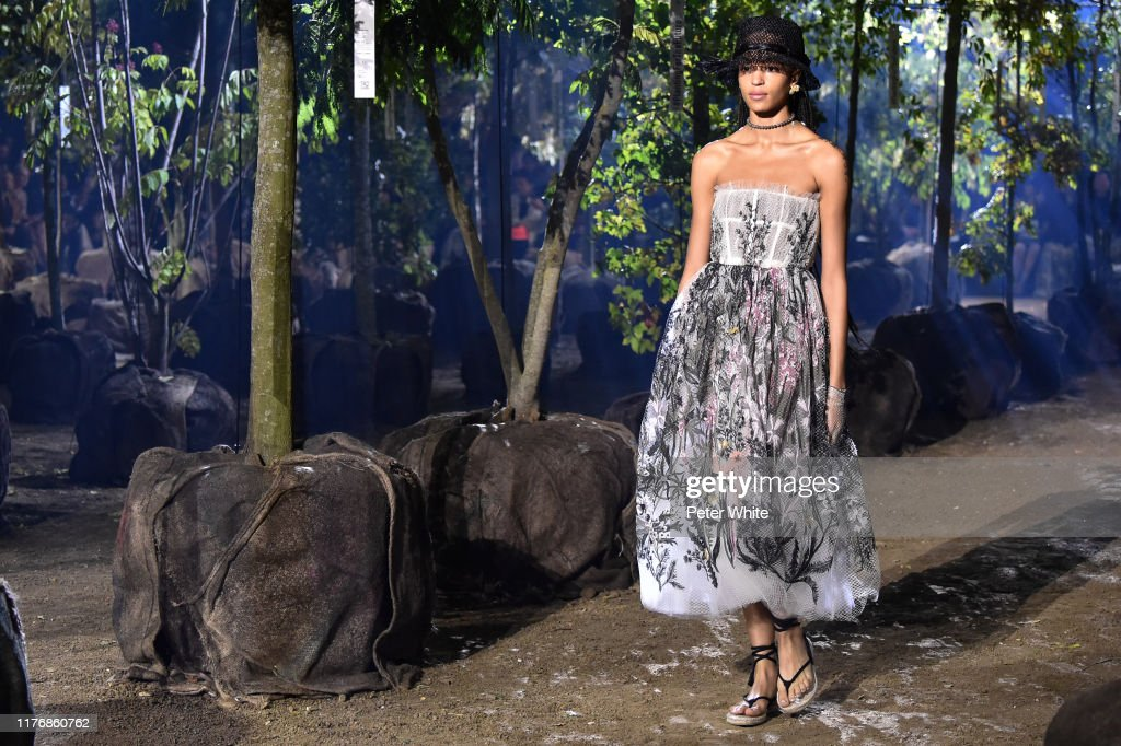 Christian Dior : Runway - Paris Fashion Week - Womenswear Spring Summer 2020 : Photo d'actualité