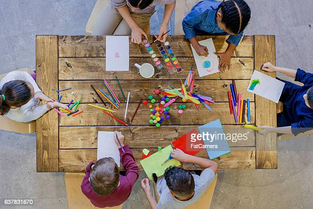 individual arts and crafts - somente crianças imagens e fotografias de stock