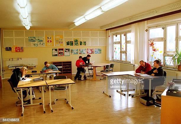 Individuelle Betreung von Schülern des Reintegrationsprojektes für Schulverweigerer in der JeanPiagetOberschule in Berlin Hellersdorf
