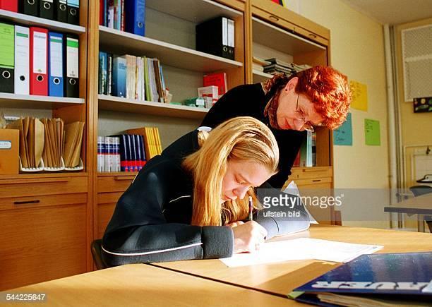 Individuelle Betreuung einer Schülerin des Reintegrationsprojekts für Schulverweigerer in der JeanPiagetOberschule in Berlin Hellersdorf