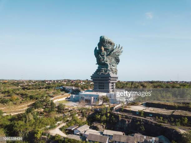 indonesia, bali, aerial view of gwk park, vishnu statue and garuda - dieu hindou photos et images de collection