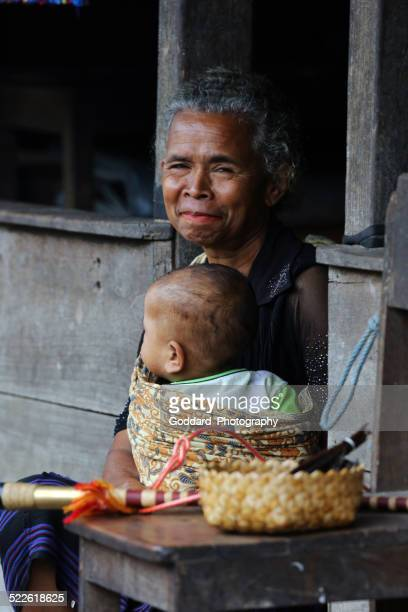 indonesia: tribu village bena colina de flores - flores indonesia fotografías e imágenes de stock