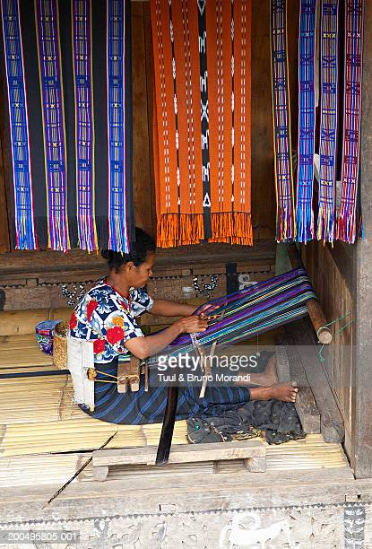 indonesia, flores, ngada, bena, bajawa, woman weaving ikat - イカット ストックフォトと画像