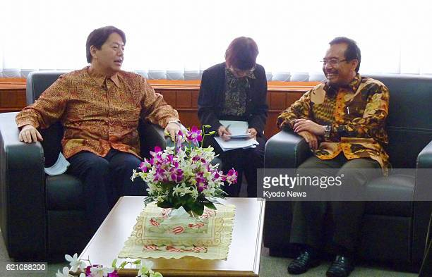 JAKARTA Indonesia Japanese farm minister Yoshimasa Hayashi and Indonesian Agriculture Minister Suswono hold talks in Jakarta on May 6 2013
