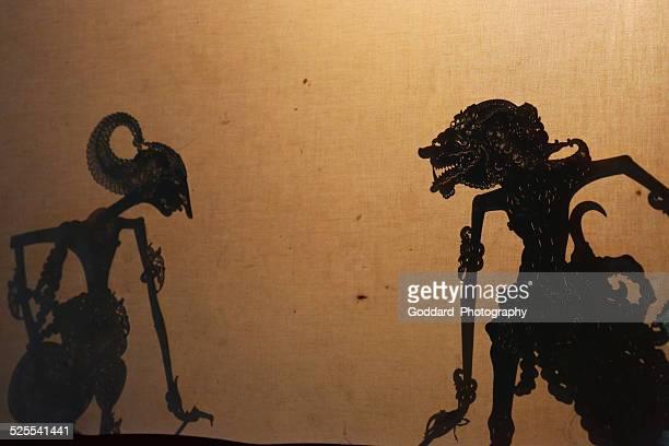 indonesia: javanese shadow puppet performance - shadow puppet stockfoto's en -beelden