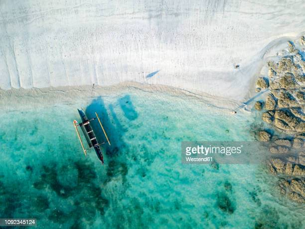 indonesia, lombok, aerial view of tanjung aan beach - 波打ち際 ストックフォトと画像