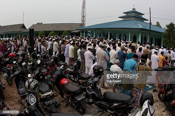 Indonesia Muslims offer prayers on celebrate during the holiday Eid alAdha or 'Hari Raya Haji' on October 4 2014 in Bintan Indonesia The threeday...