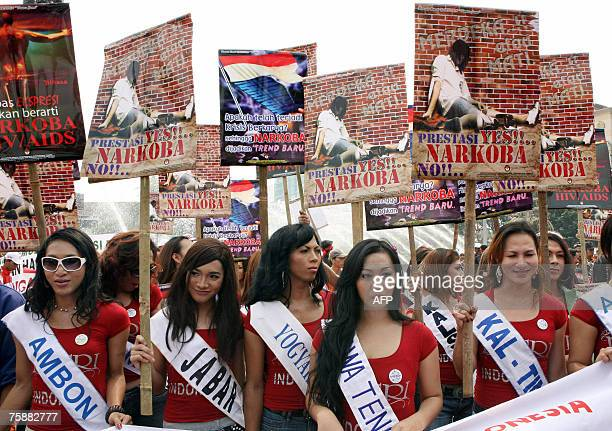 Indonesia transsexuasl hold posters as they attend an antidrugs and HIV/AIDS campaign in Jakarta 31 July 2007 Data from The National Commission for...