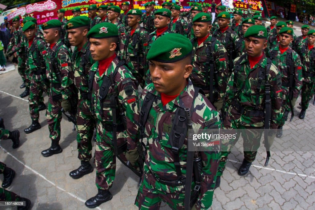 Indonesian Army soldiers march during the 68th anniversary commemoration of the Indonesian Military or TNI on October 5, 2013 in Bintan Island, Indonesia. This year's TNI anniversary was organised under the theme 'Professional, Militate, Solid and Strong TNI-people.'