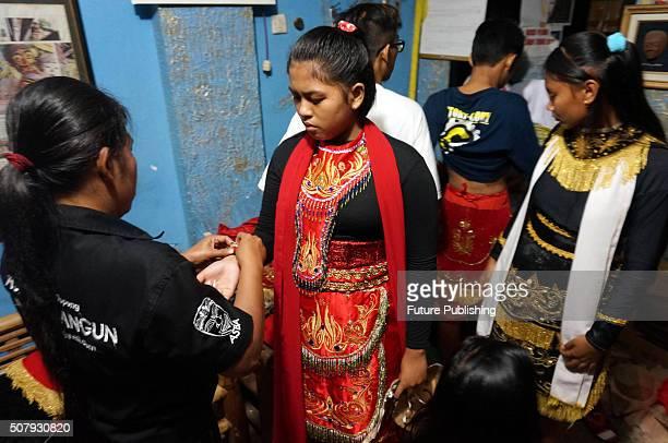 "Indonesian artists perform during the traditional ""Tari Topeng"" or dance mask show at Padepokan Art Panji Asmoro Bangun, on February 01, 2016 in..."