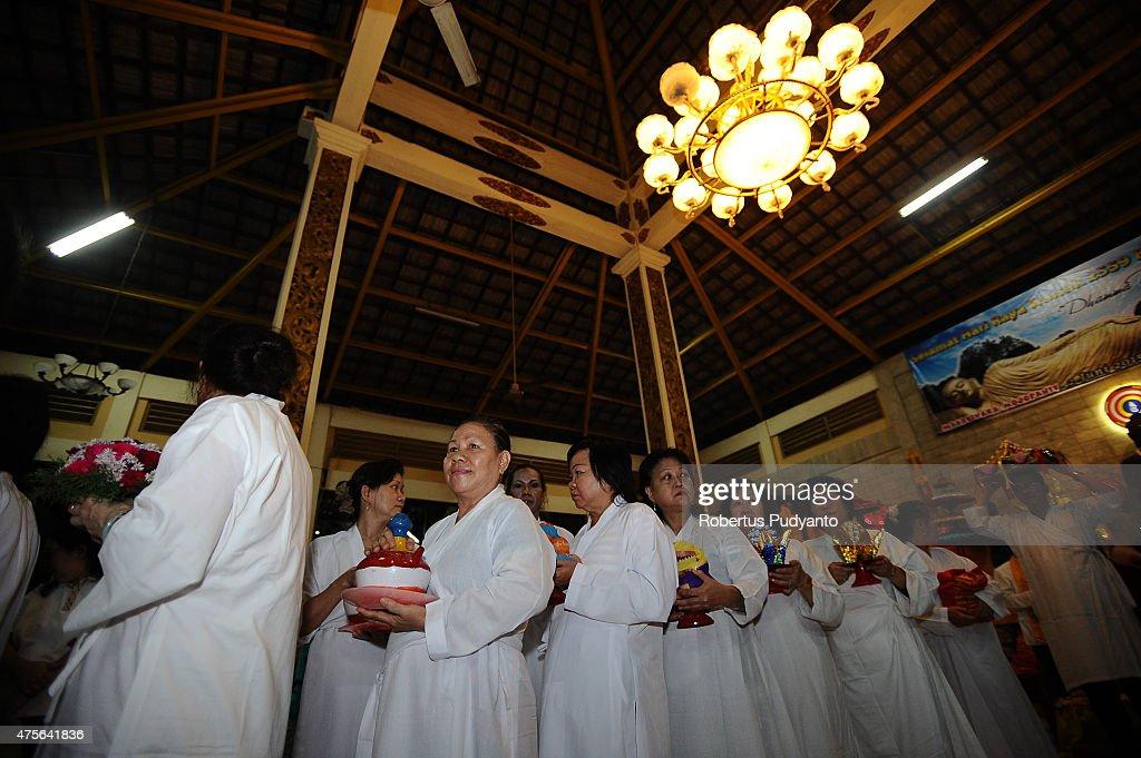 Indonesian Buddhists Celebrate The Vesak Day 2559 BE : News Photo