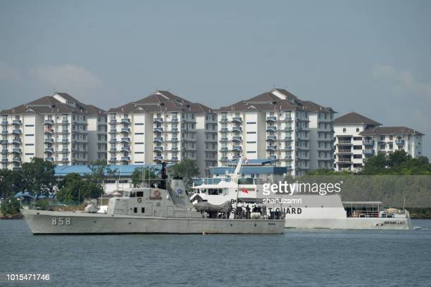 indonesian coast guard boat perform a routine patrol for any anomaly activities at port klang, malaysia. - shaifulzamri fotografías e imágenes de stock