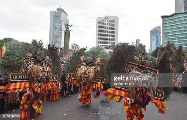 Indonesian dancers perform the Reog Ponorogo traditional dancing as people attend a progovernment rally to call for unity in Jakarta on December 4...