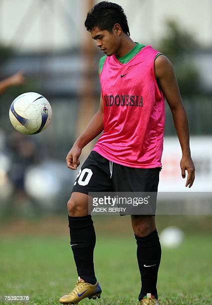 Indonesian football player Bambang Pamungkas takes part in a training in Jakarta 13 July 2007 The Indonesia football team will play against Saudi...