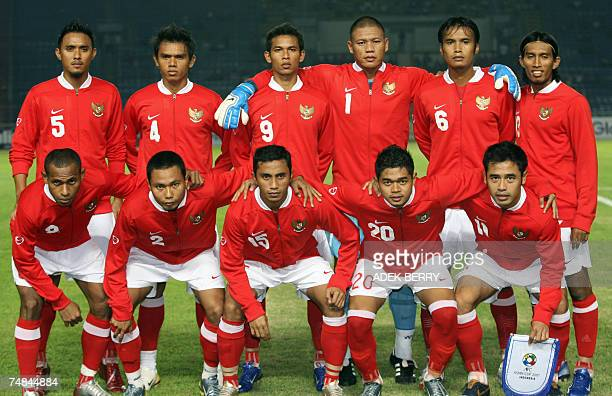 Indonesian footballers pose for photographers Elie Aiboy Muhammad Ridwan Firman UtinaBambang Pamungkas Ponaryo Astaman Maman Abdulrahman Richardo...