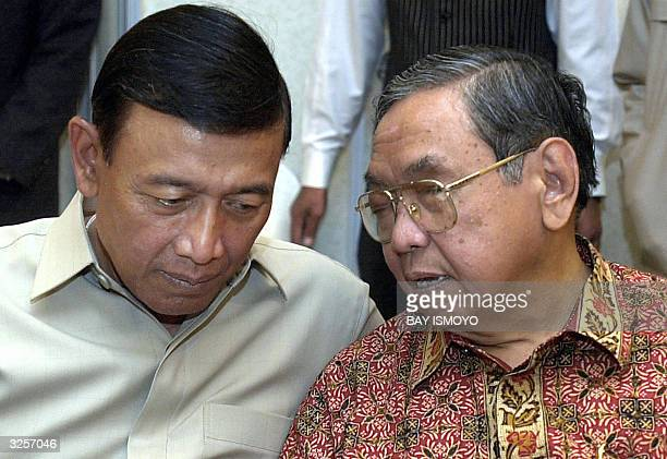 STORY INDONESIAVOTEALLIANCE Indonesian former president Abdurrahman Wahid chats with Presidential candidate for the Golkar Party Wiranto during a...