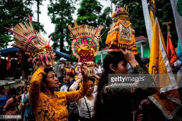 Indonesian Hindu devotees prepare to pray during the Melasti ceremony at Jolotundo temple in Penanggungan Mojokerto in East Java province on March 2...