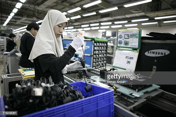 Indonesian labourers work in a Samsung factory August 15 2006 in Cikarang Indonesia The South Korean company employs some 1700 people in the factory...