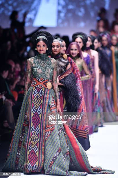 Indonesian models present creations by Indonesian designer Anne Avantie during the 2019 Jakarta Fashion Week to seek donations for fishermen in Palu...