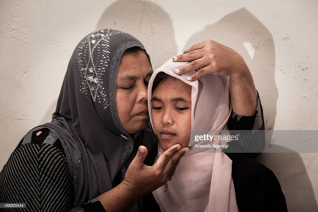 Indonesia Tsunami victim reunited with family : Photo d'actualité